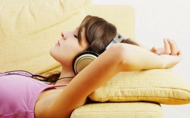 sleeping-with-headphones[2]
